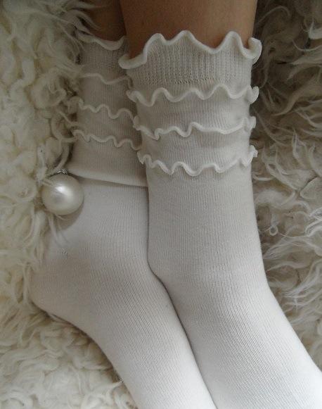 Sokje froufrou ecru van Bonnie Doon - ook in roze en wit